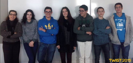 """Professora Luísa Fernandes com o grupo """"Bazingas"""""""